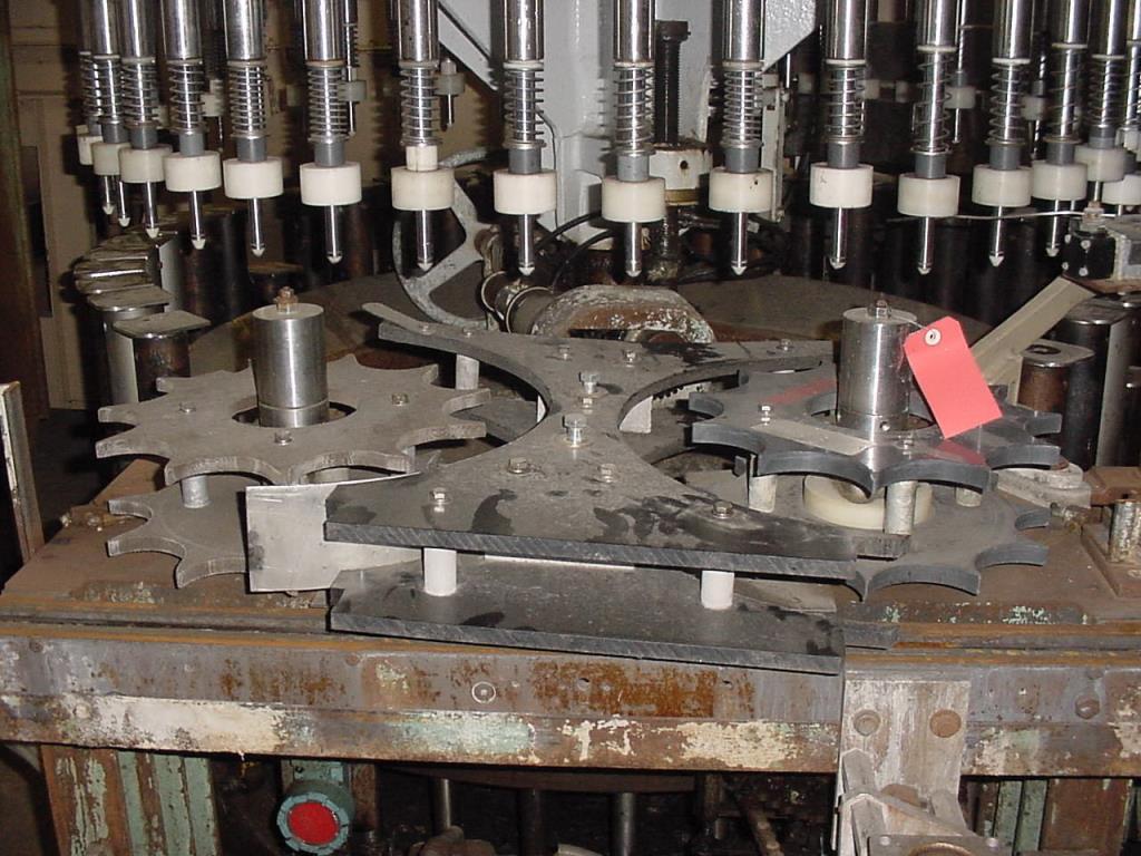 Filler 44 valve Horix liquid gravity filler model HFV 44, 4.5 centers2