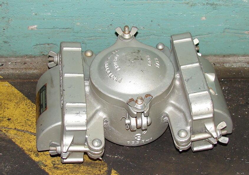 Valve flame arrestor, 3 vent size Protectoseal model E833B/0011, Vertical1