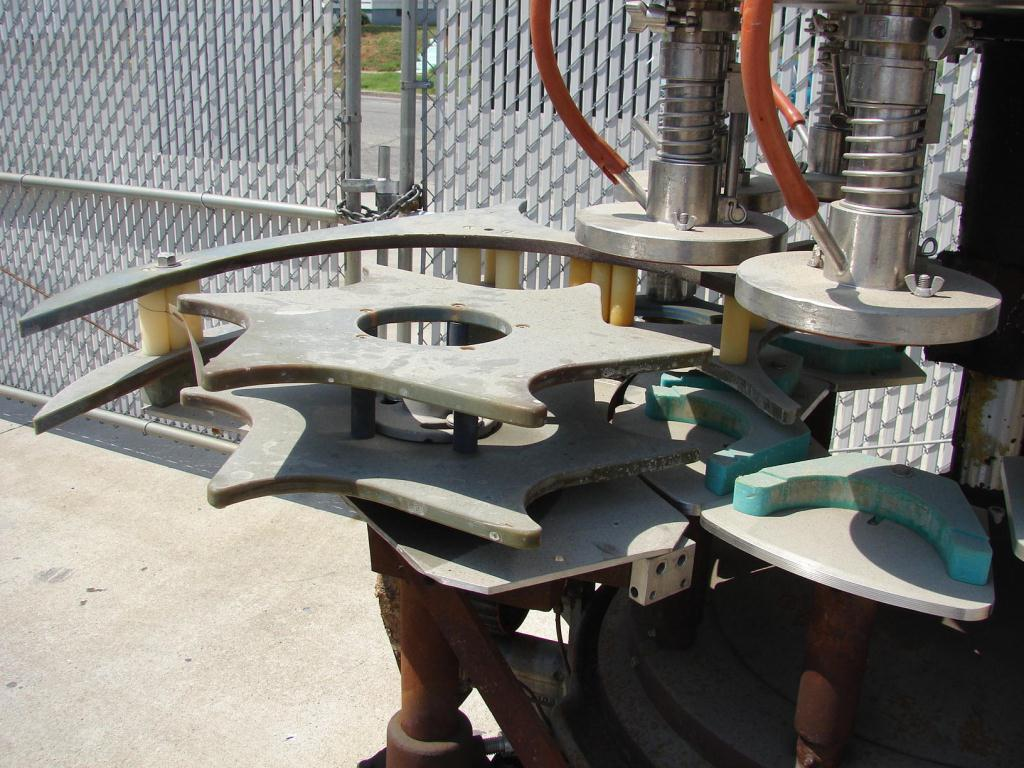 Filler 9 valve Horix liquid gravity filler 10 centers3