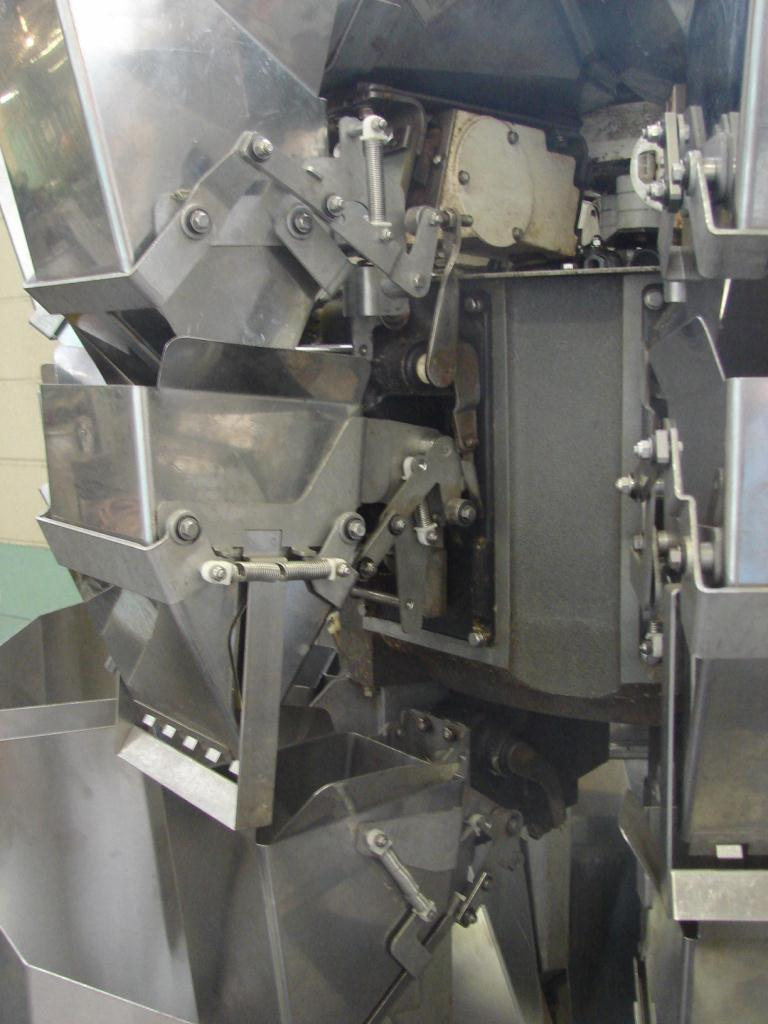 Scale 8 bucket Ishida multihead combination weigher model CCW-Z-208B-S/30-PB, Stainless Steel, 14 g to 454 g weigher capacity2