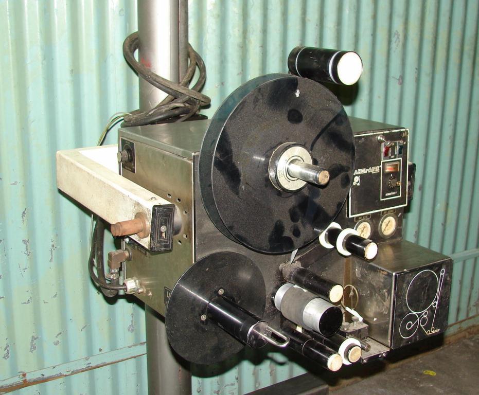Labeler Label-aire pressure sensitive labeler model 2111, blow-on, 1500fpm2