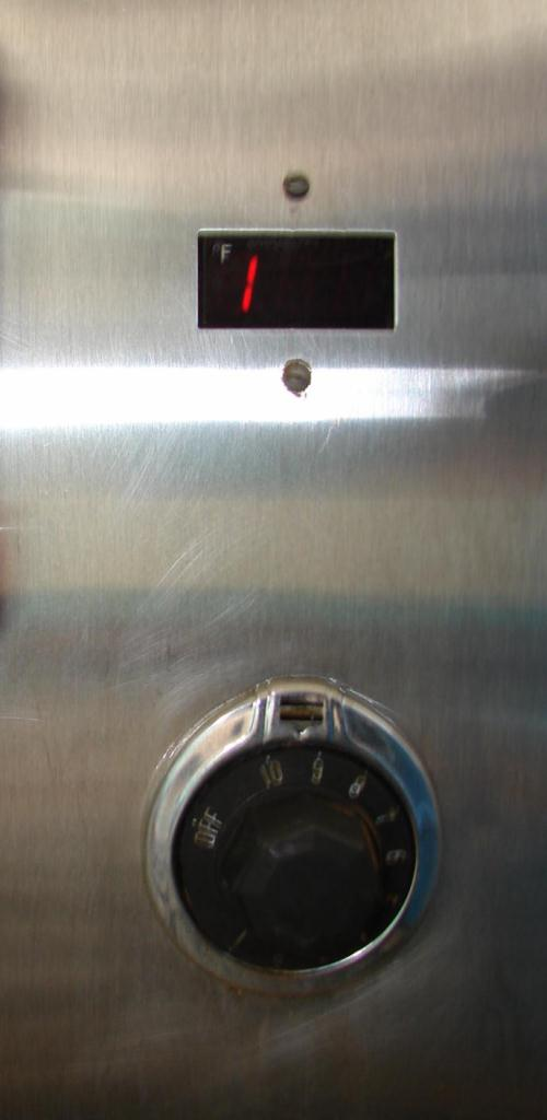 Oven 4.5 cu. ft. capacity BK Industries industrial electric oven, model HHC3