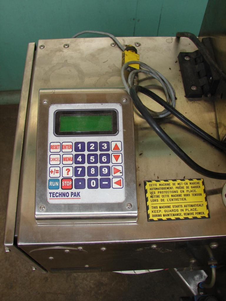 Labeler Techno Pak pressure sensitive labeler model TP-7 RH, Blow on2