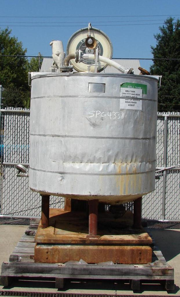 Tank 392 gallon vertical tank, 316 SS, Low pressure jacket, 1/3 hp lightnin agitator, slope1