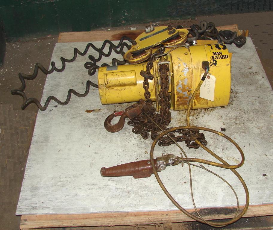 Material Handling Equipment chain hoist, 2000 lbs. Budgit model 113454-141