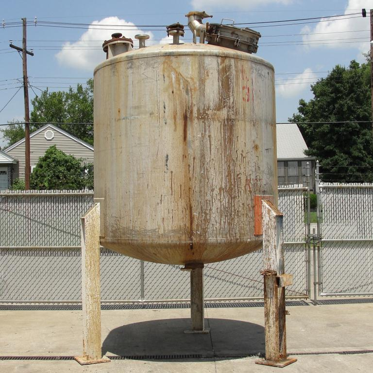 Tank 1800 gallon vertical tank, Stainless Steel, dish Bottom