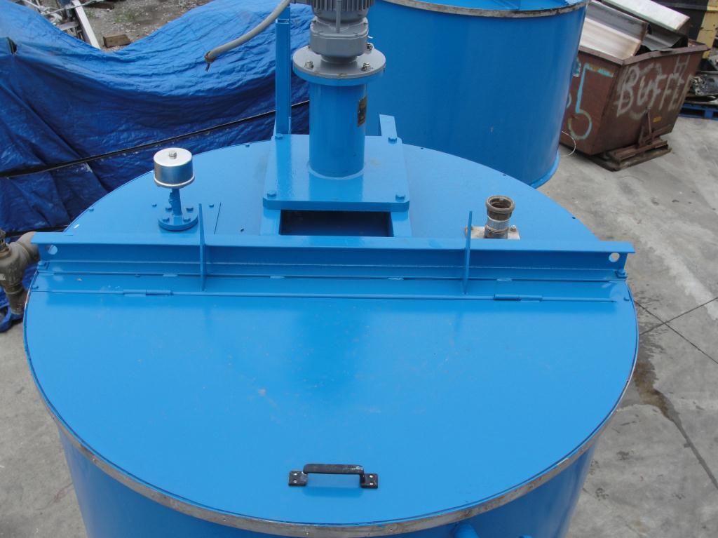 Tank 600 gallon vertical tank, Stainless Steel Contact Parts, 21.7 psi @ 248° F jacket, 1.5 hp agitator, dish bottom3