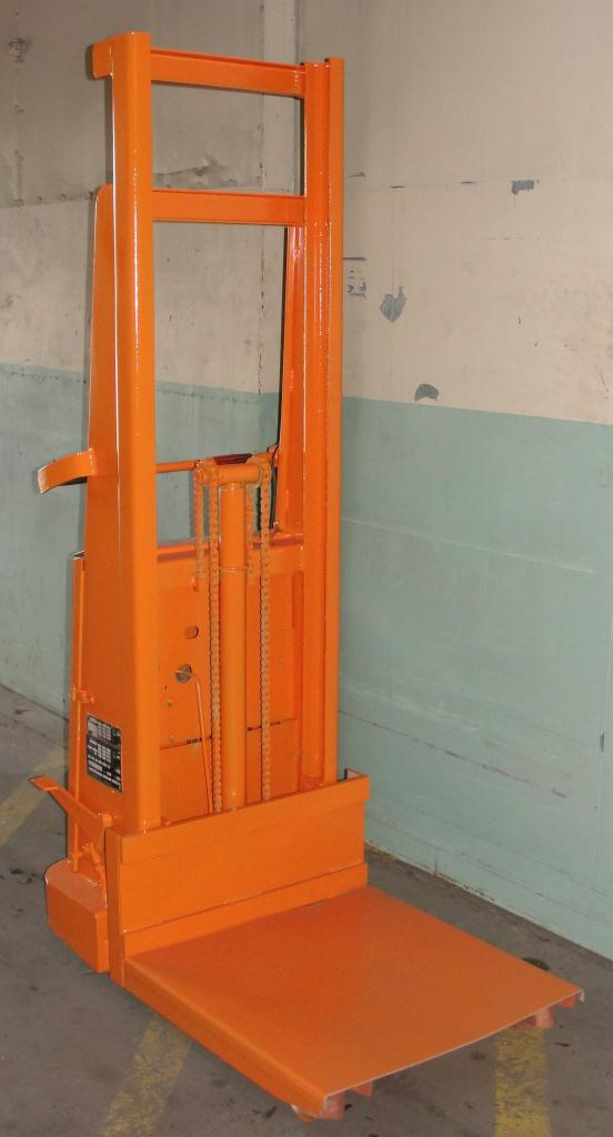 Material Handling Equipment 1500 lbs capacity Crown drum lift model 15B, 67 lift height1