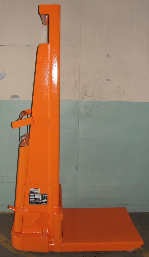Material Handling Equipment 1500 lbs capacity Crown drum lift model 15B, 67 lift height2