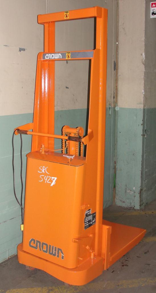 Material Handling Equipment 1500 lbs capacity Crown drum lift model 15B, 67 lift height3