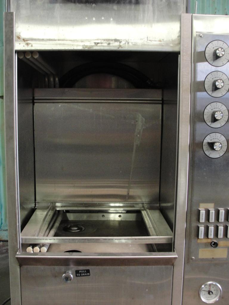 Washer Heinicke Instruments Co 1 stage, spray washer, 18 wide x 18 tall x 14 deep work opening, Stainless Steel4