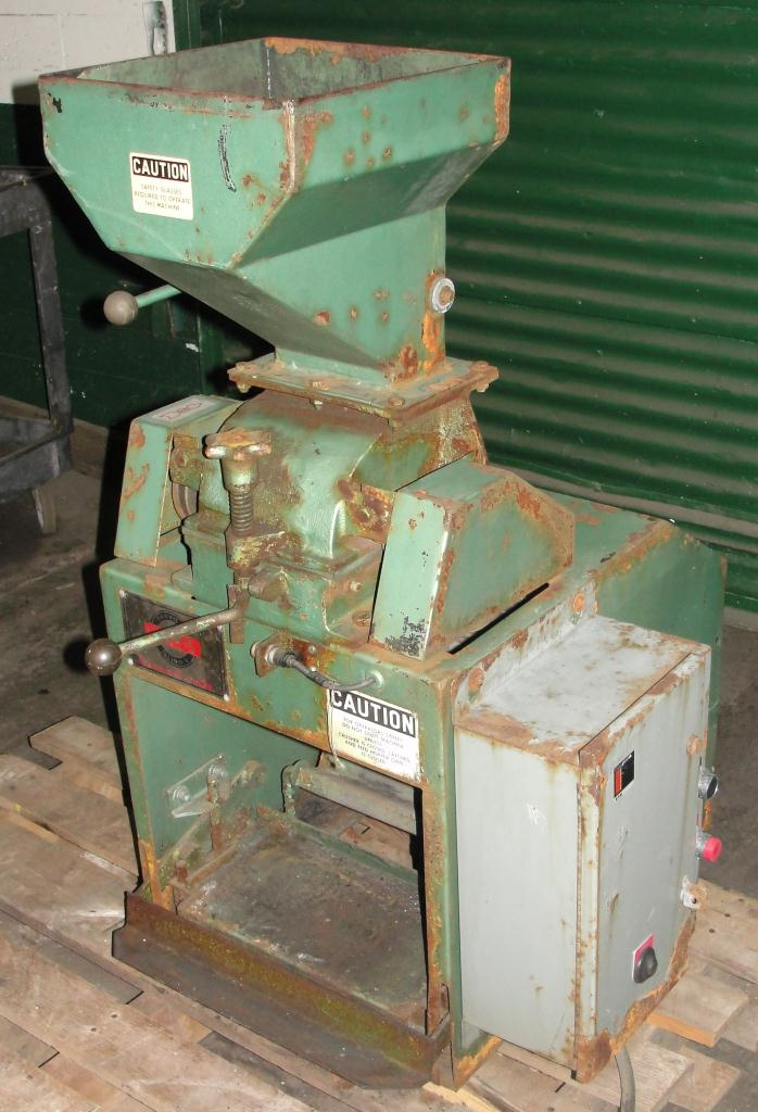 Mill 2 hp Holmes hammer mill model 201XL Crusher, 6 x 3.5 throat size