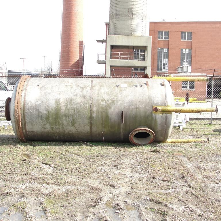 Tank 2000 gallon vertical tank, Stainless Steel, dish Bottom