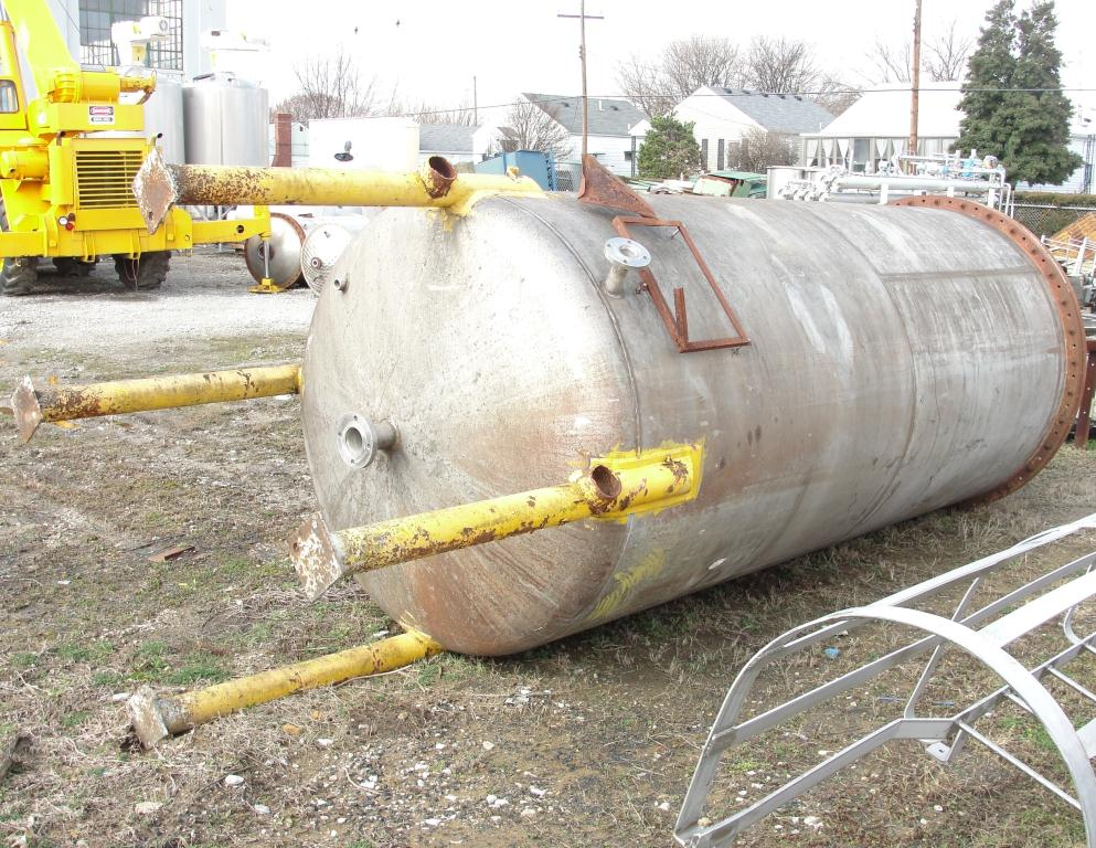 Tank 2000 gallon vertical tank, Stainless Steel, dish bottom6