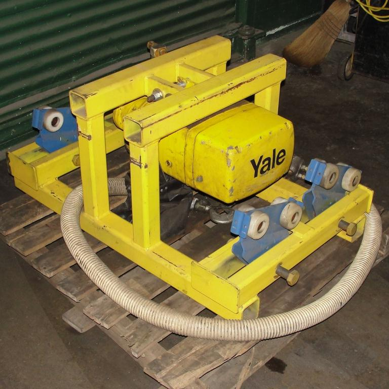 Material Handling Equipment chain hoist, 2000 lbs. Yale model Kal1-10LG23S1