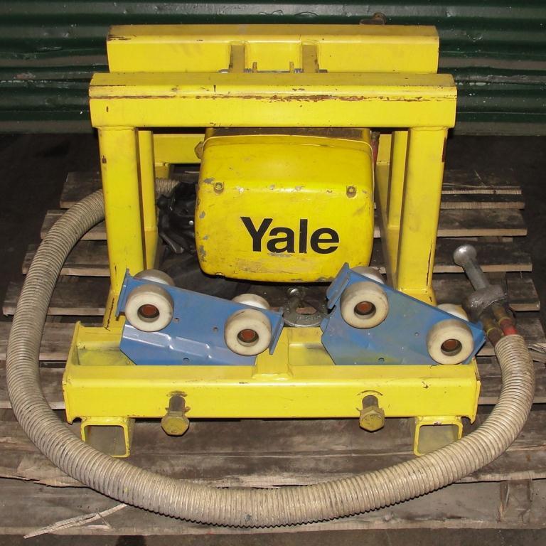 Material Handling Equipment chain hoist, 2000 lbs. Yale model Kal1-10LG23S12