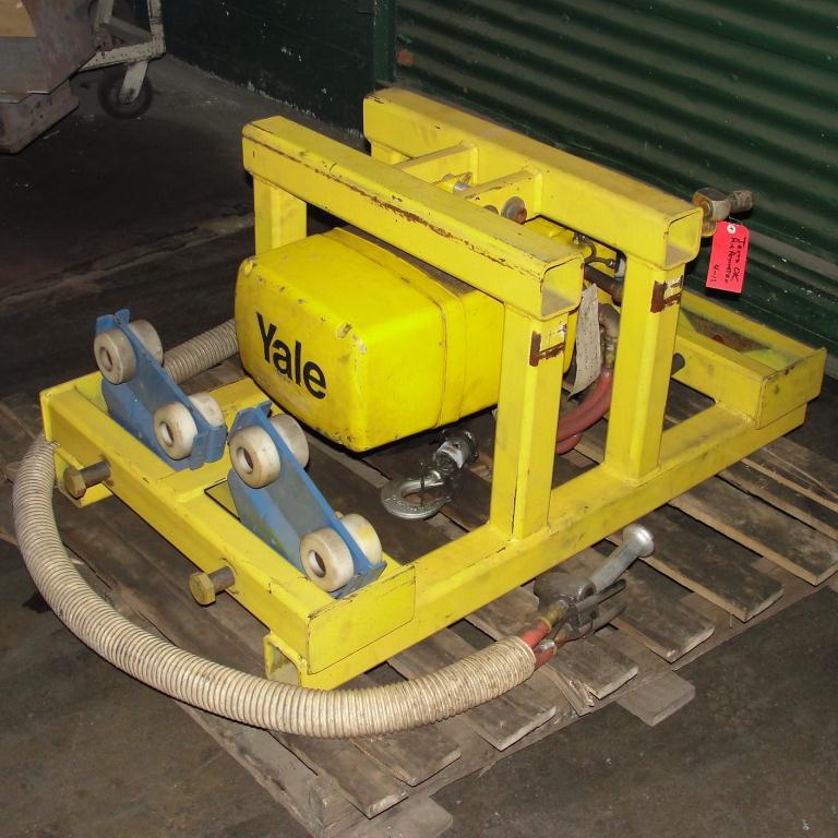 Material Handling Equipment chain hoist, 2000 lbs. Yale model Kal1-10LG23S13