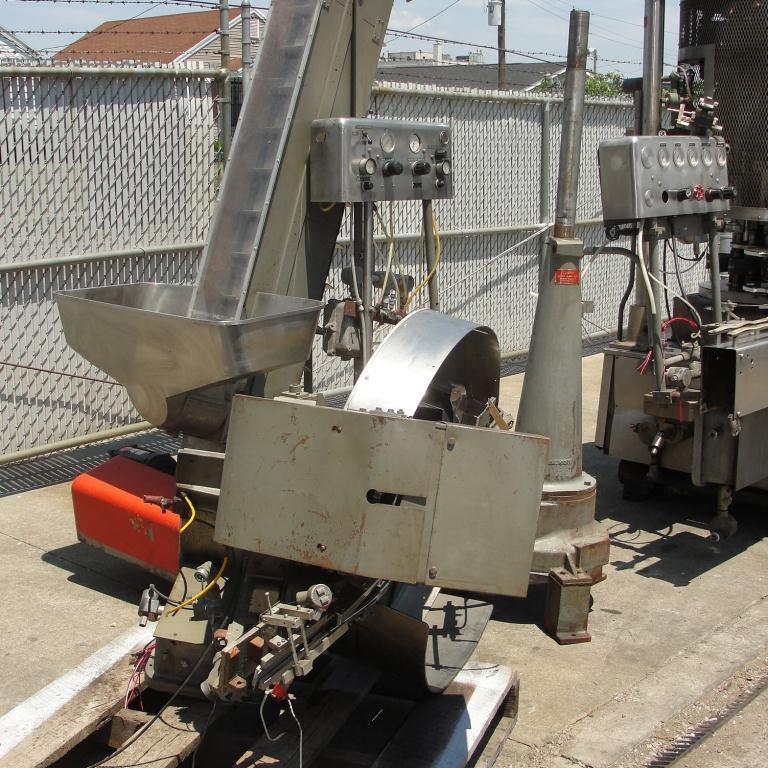 Capping Machine Pneumatic Scale Corp screw capper model Pneuma-Capper, 240 bpm9