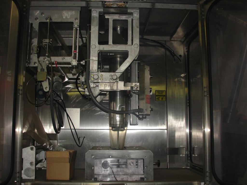 Form Fill and Seal Cryovac vertical form fill seal model 2000B, 6 to 12 w x 8 to 24 l, 30 ppm4