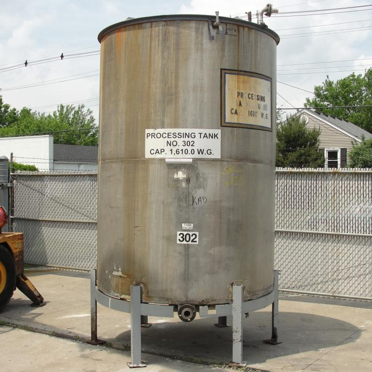 Tank 1610 gallon vertical tank, 304 SS, slope bottom1