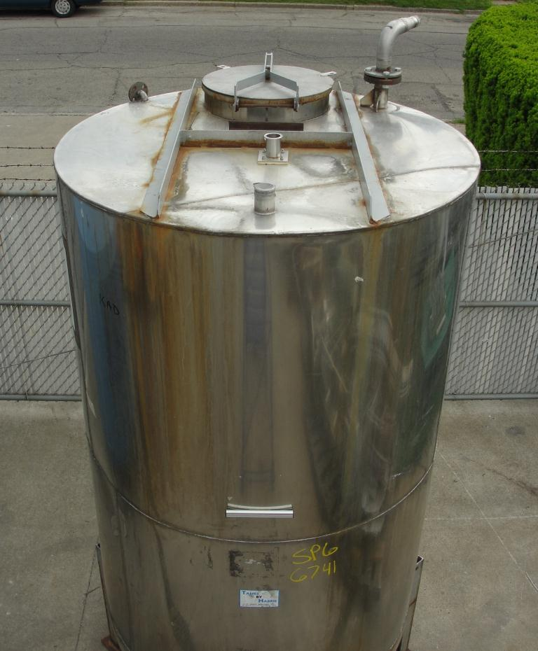 Tank 1054 gallon vertical tank, 304 SS, slope Bottom3
