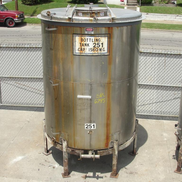 Tank 1560 gallon vertical tank, 304 SS, slope bottom6