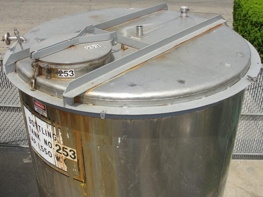 Tank 1560 gallon vertical tank, 304 SS, slope bottom3