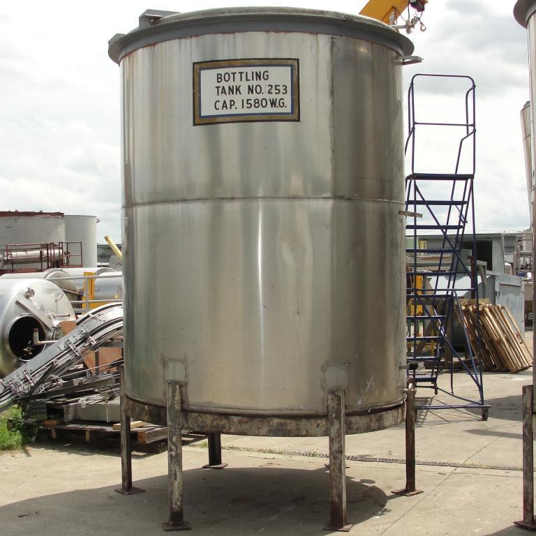 Tank 1560 gallon vertical tank, 304 SS, slope bottom6