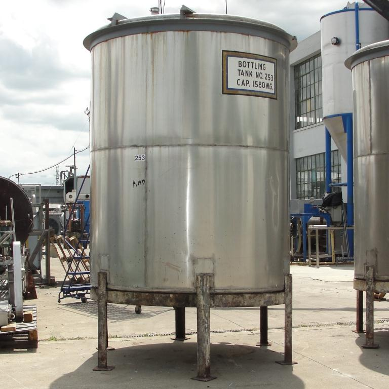 Tank 1560 gallon vertical tank, 304 SS, slope Bottom7