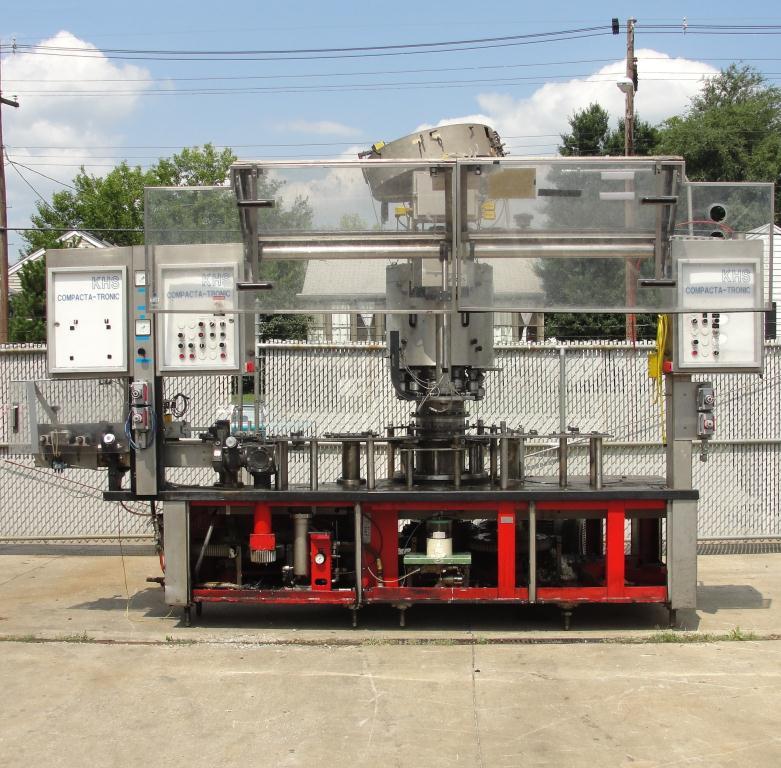 Filler 96 valve KHS liquid gravity filler model Compacta-Tronic monoblock, 5.56 centers, 580 bpm8
