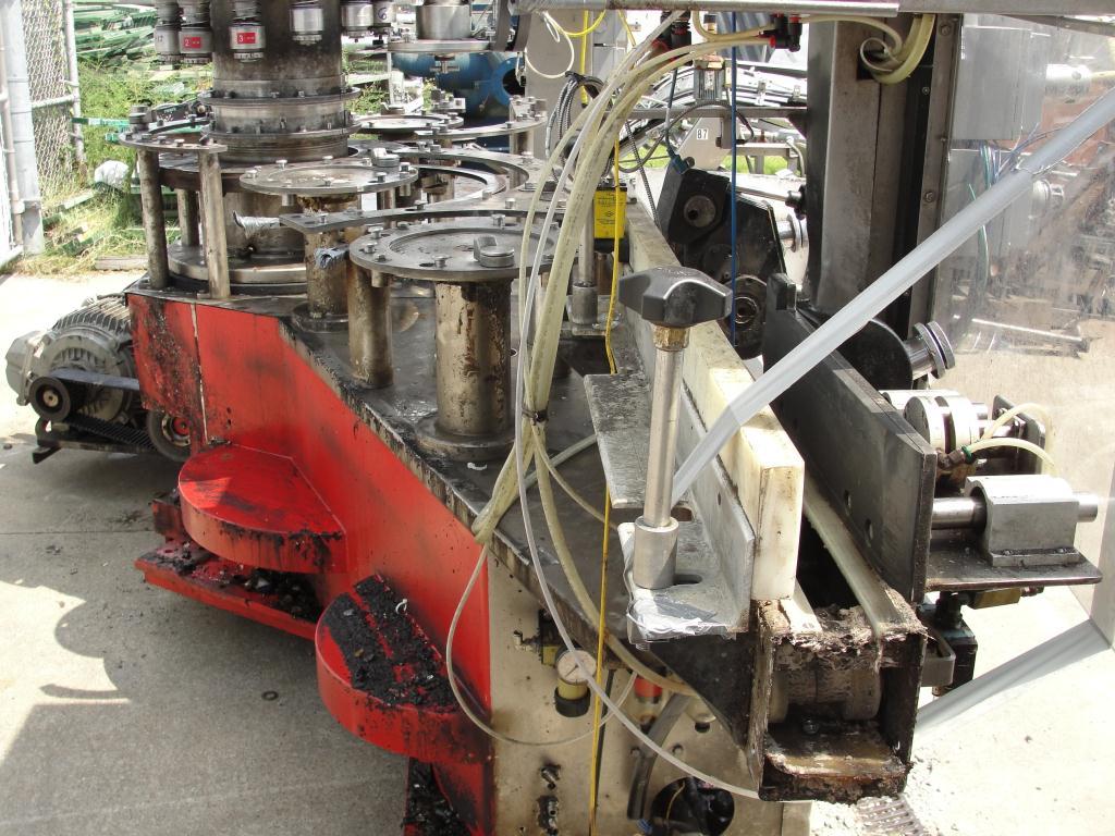 Filler 96 valve KHS liquid gravity filler model Compacta-Tronic monoblock, 5.56 centers, 580 bpm14