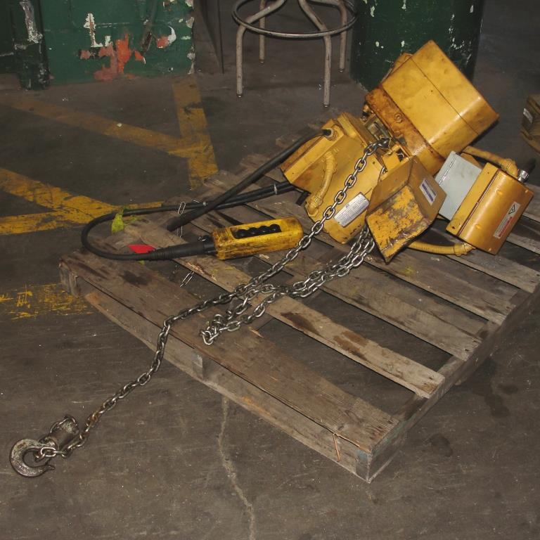 Material Handling Equipment chain hoist, 2000 lbs. ACCO model 2101360, 10 chain1