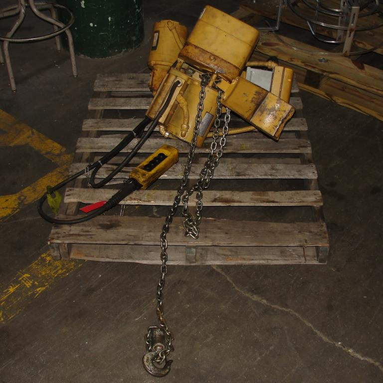 Material Handling Equipment chain hoist, 2000 lbs. ACCO model 2101360, 10 chain4