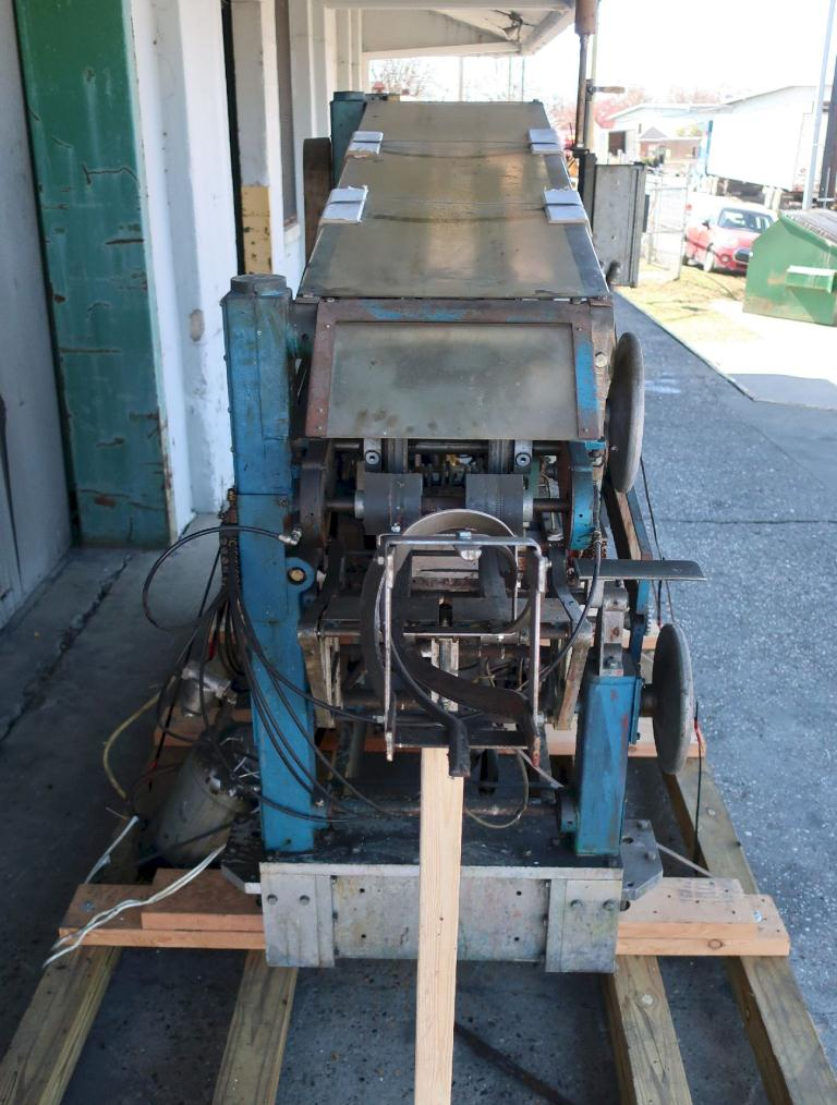 Labeler New Way roll through labeler model E5, Cold Glue, 500 cpm4