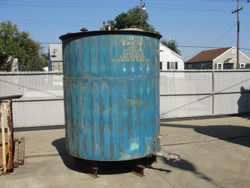 Tank 1110 gallon vertical tank, Stainless Steel, flat Bottom