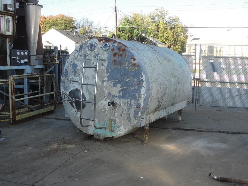Tank 2800 gallon horizontal tank, Stainless Steel Contact Parts