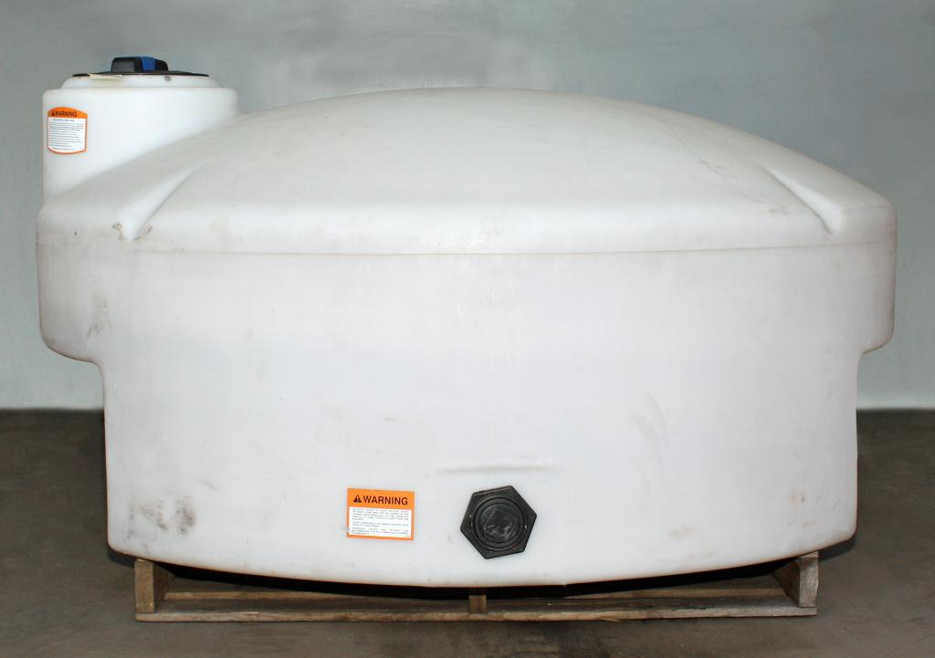 Tank 325 gallon vertical tank, poly, flat bottom