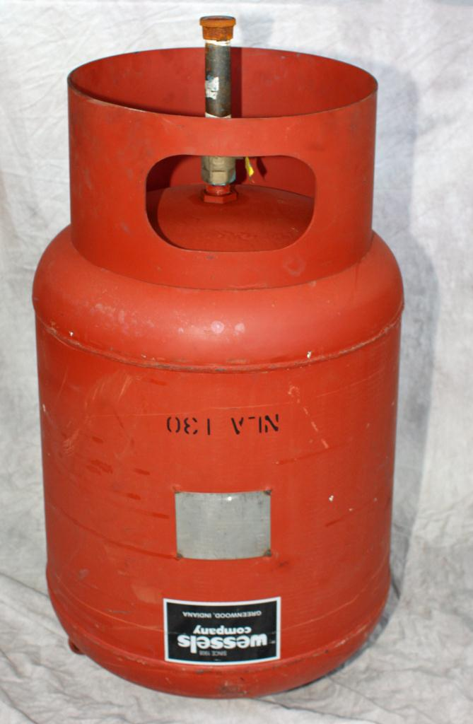 Tank 35 gallon vertical tank, CS, 125 PSI at 240 degrees F internal, dish bottom, Hydronic Expansion Tank1