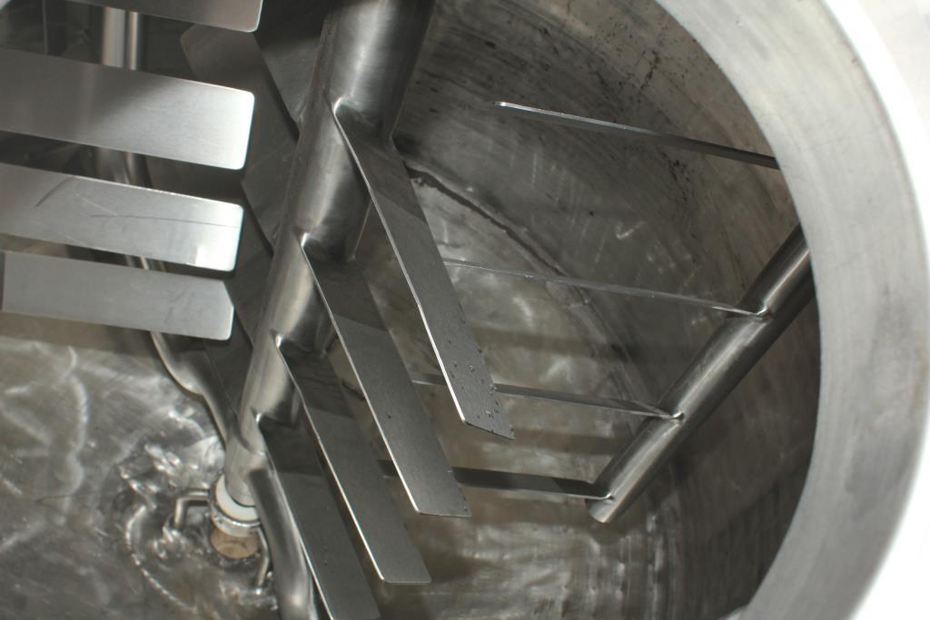 Kettle 650 gallon Sani Fab processor kettle, agitator 2 speed side scrape, 75 psi jacket rating, Stainless Steel5