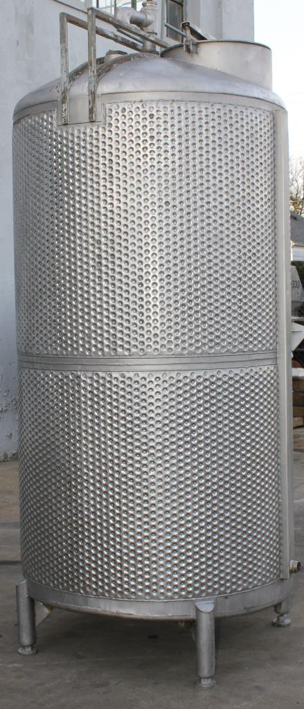 Tank 650 gallon vertical tank, Stainless Steel, unrated dimple jacket jacket, dish3
