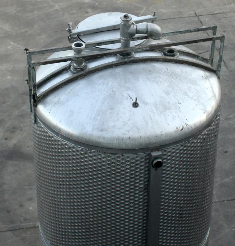 Tank 650 gallon vertical tank, Stainless Steel, unrated dimple jacket jacket, dish4