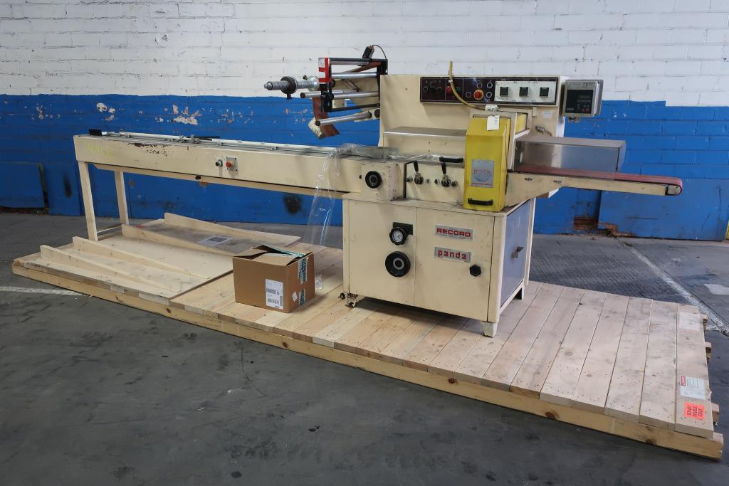 Wrapper Record horizontal flow wrapping machine model Panda, 7.5 lug spacing1