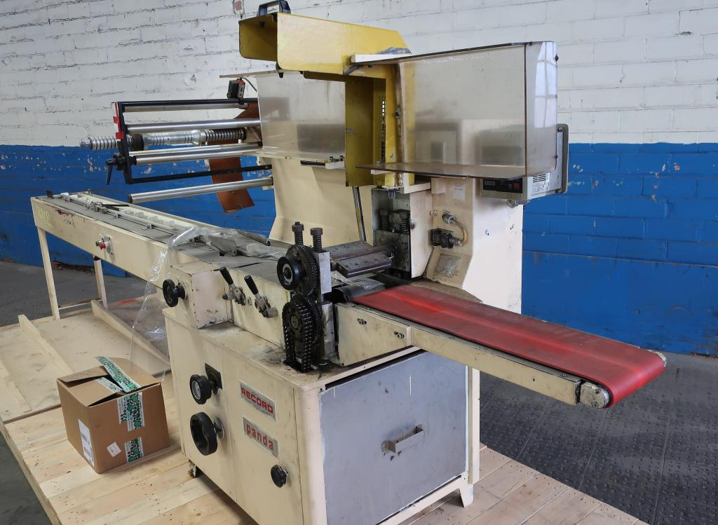 Wrapper Record horizontal flow wrapping machine model Panda, 7.5 lug spacing3