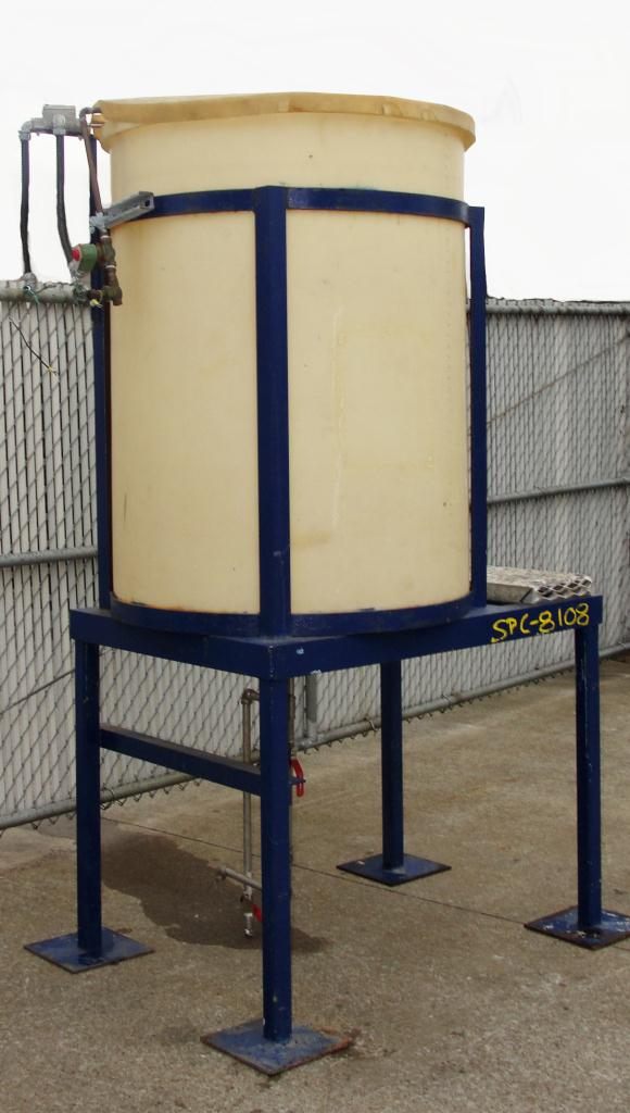Tank 200 gallon vertical tank, poly, bottom