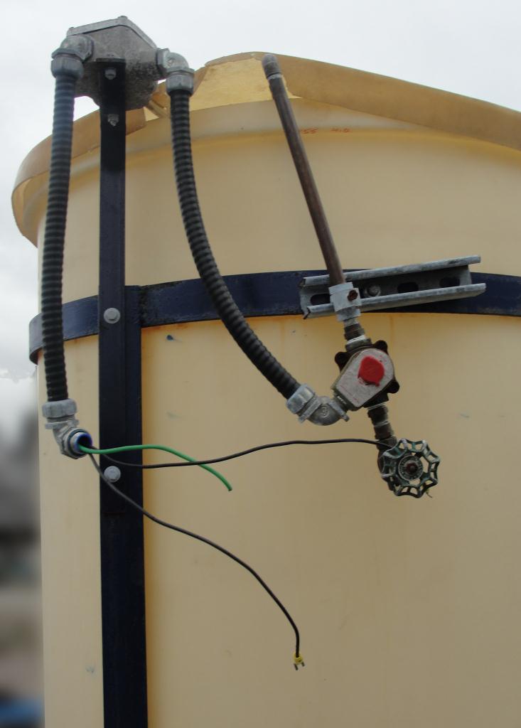 Tank 200 gallon vertical tank, poly, Bottom3
