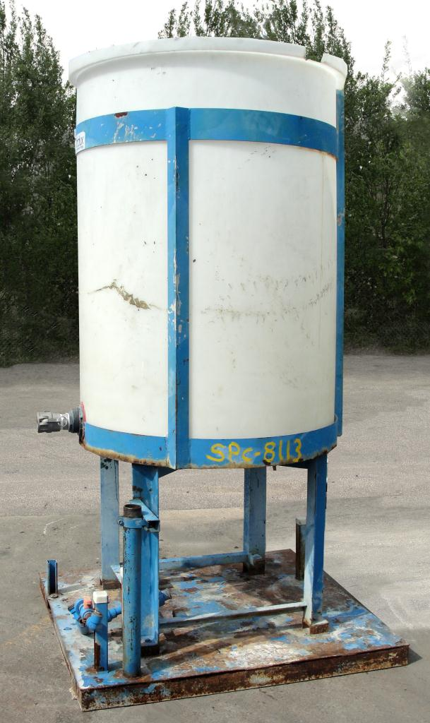 Tank 250 gallon vertical tank, poly, flat bottom