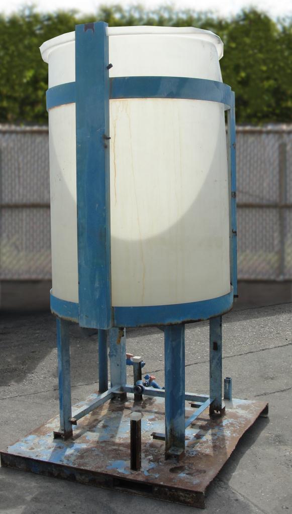 Tank 250 gallon vertical tank, poly, flat Bottom5