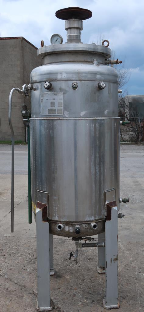 Reactor 500 liter capacity New Brunswick scientific Co. bioreactor 40 psi internal, 35 psi jacket, top center agitator, 316 SS1