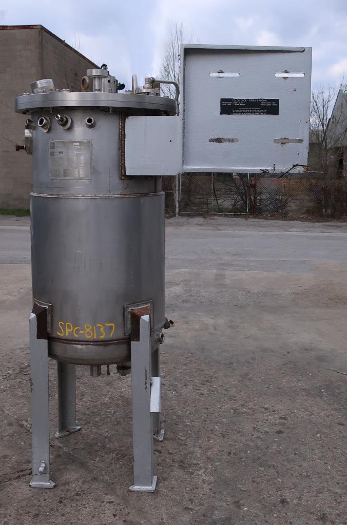Reactor 250 liter capacity New Brunswick Scientific Co. bioreactor 40 psi internal, 35 psi jacket, top center agitator, Stainless Steel1