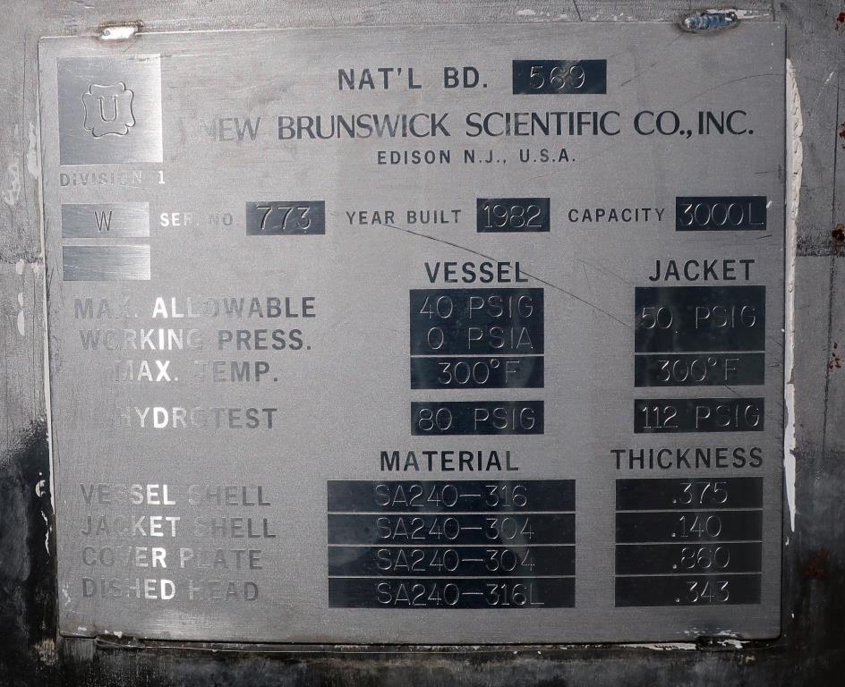 Reactor 3000 liter capacity New Brunswick Scientific Co. bioreactor 40 psig psi internal, 35 psig psi jacket, top center agitator, Stainless Steel2